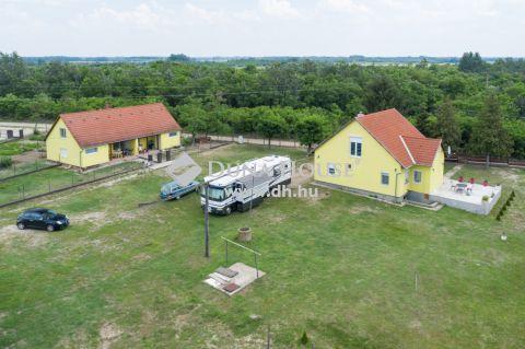 Eladó Ház, Bács-Kiskun megye, Kecskemét - Bővíthető gazdaság, 11 ha-os területen
