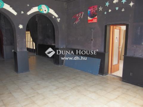 Eladó Ház, Bács-Kiskun megye, Kiskunfélegyháza - 200 m2-es üzlethelyiség vállalkozásnak