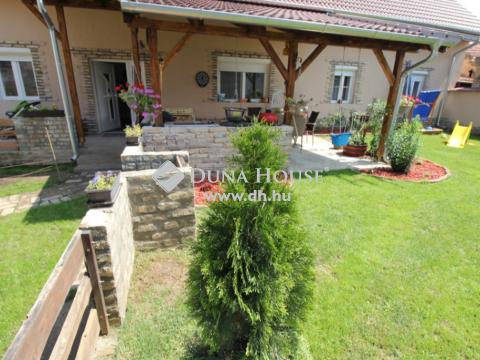 Eladó Ház, Bács-Kiskun megye, Kecskemét - Egyszintes, nappali+3 szobás modern kialakítású ház!