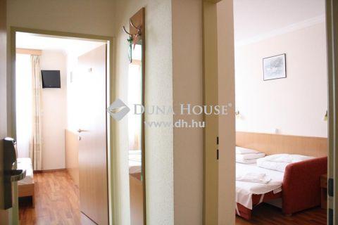 Eladó Vendéglátás, Budapest - Közel 150 szobás 3 * csillag superior szálloda eladó.