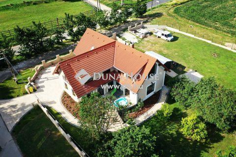 Eladó Ház, Veszprém megye, Balatoncsicsó - Balatoncsicsó, szép családi ház, mint egy ékszerdoboz