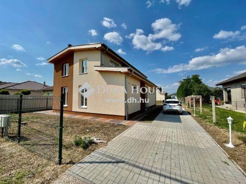 Kiadó Ház, Bács-Kiskun megye, Kecskemét -  150 m2-es nappali + 4 szobás új-építésű családi ház 585m2-es telken