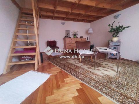 Eladó Lakás, Budapest - IX. kerület, Corvin és EGYETEMEK közelében szép házban, jó állapotú tégla lakás
