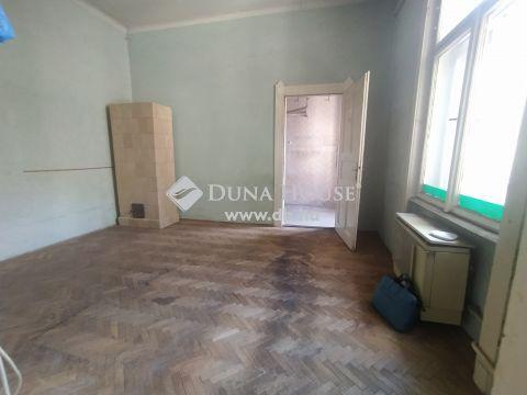 Eladó Lakás, Budapest 8. kerület - Két bejáratos, alakítható, rendezett házban