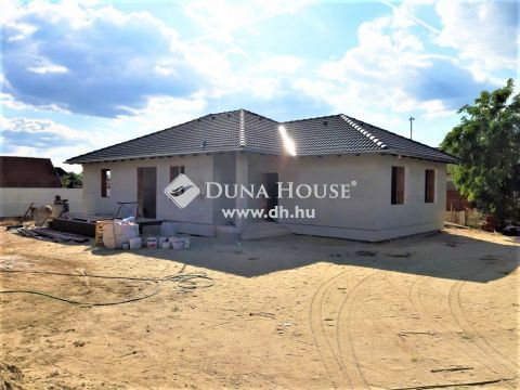 Eladó Ház, Pest megye, Szigetszentmiklós - Új építésű családi ház 45m2-es amerikai konyhás nappalival, 4 hálószobával, 725m2-es telken eladó!