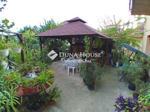 Eladó Ház, Budapest 22. kerület - Budatétény csendes, kertvárosias részén, forgalomtól mentes zsákutcában Eladó három lakásos Családi ház!