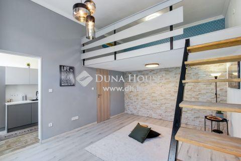 Eladó Lakás, Budapest 6. kerület - Fiatalos, emeleti, galériás - szép házban
