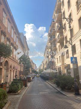 Eladó Lakás, Budapest 7. kerület - Király utca elején teljesen felújítandó, akár 2lakássá alakítható
