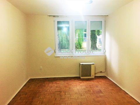 Eladó Lakás, Zala megye, Nagykanizsa - Nagykanizsán a Keleti városrészben két szobás zöldre néző földszinti tégla lakás eladó!